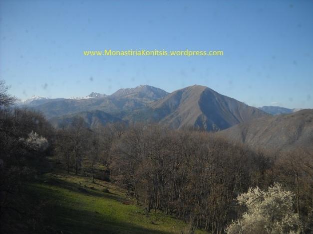 Άποψη από τα βουνά γύρω από τη Μονή